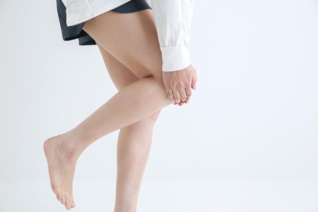 膝が痛い女性