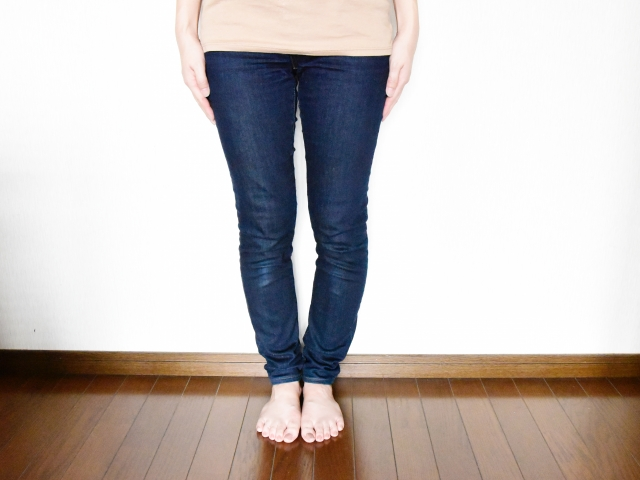 O脚の女性