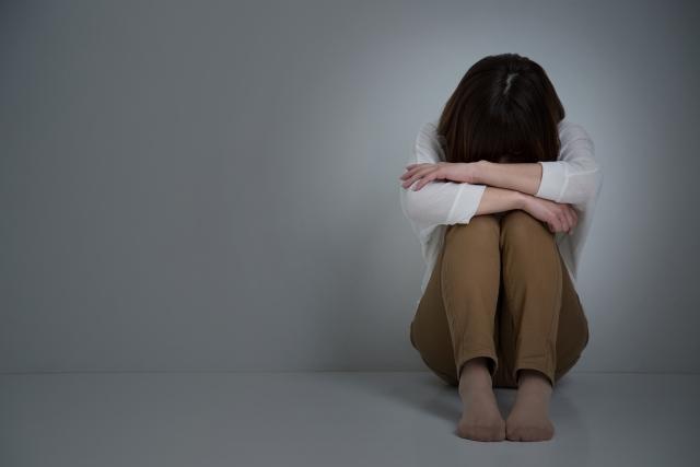 自律神経失調症で気持ちが落ち込む女性