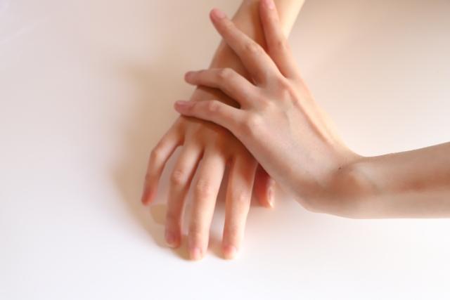 ばね指の手