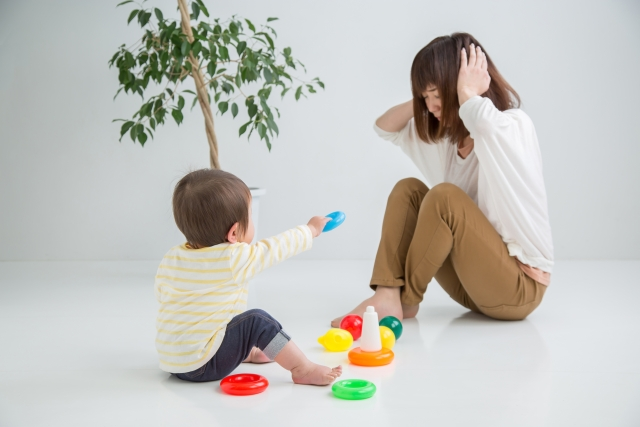 子育てに悩む女性