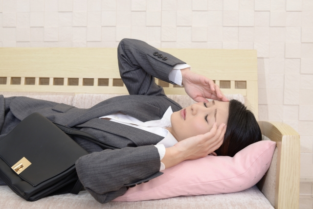 倦怠感に悩まされる女性