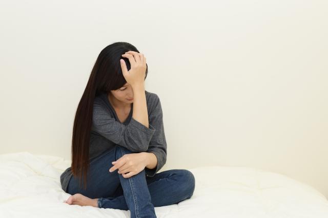 不眠症で体調が悪い女性