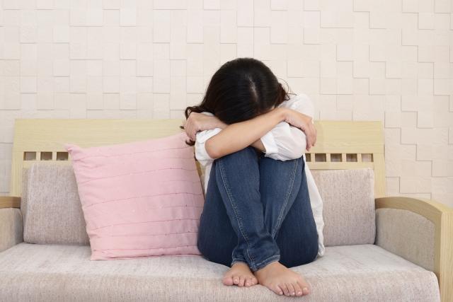 ストレスで自律神経失調症に悩まされる女性