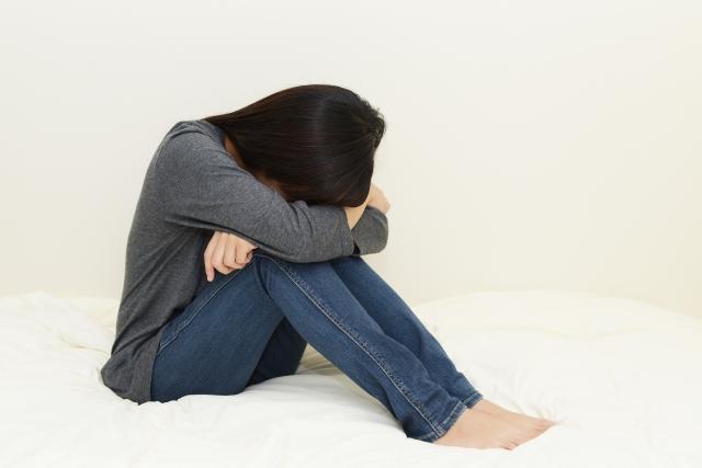 子育てによる不眠症で疲労が抜けない女性
