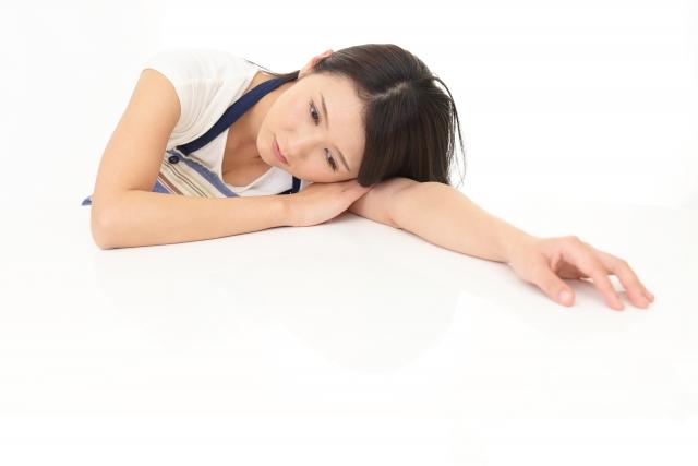 バーンアウト症候群(燃え尽き症候群)でやる気を失う女性